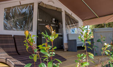 Luxury safari tent sanitar